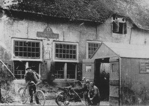 De smederij in 1920 met opa Staal en ome Jan de Grauw