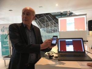 Wethouder Geldof neemt Leidsche Rijn deel van de Limes-app officieel in gebruik.