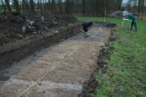 ? Landschap Erfgoed Utrecht. Een impressie van het onderzoek door middel van proefsleuven door RAAP in 2008. Op de achtergrond het Bosje van Goes.